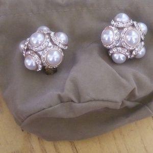 Jewelry - Costume pearl CLIP earrings